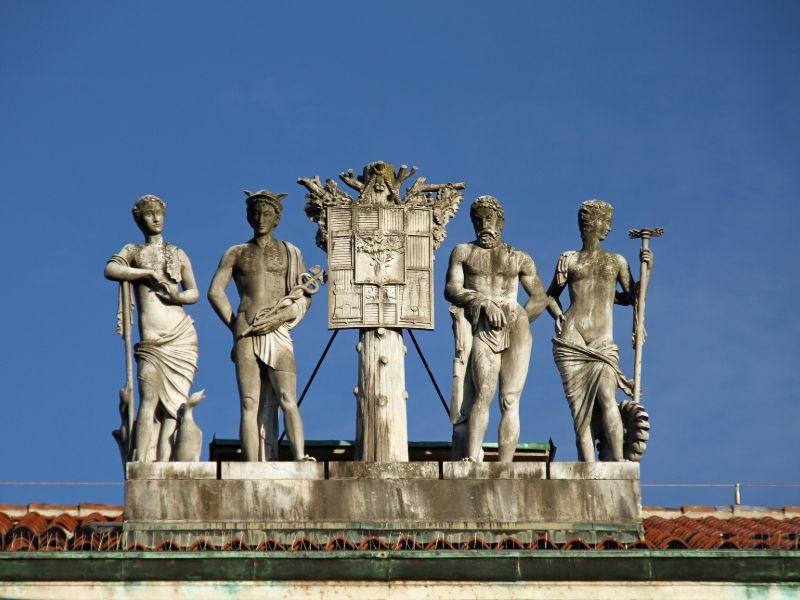 Statue Piazza dei martiri cosa vedere a Belluno